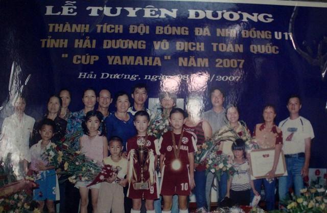 Văn Toàn cùng đồng đội tỉnh Hải Dương giành chức vô địch giải bóng đá nhi đồng toàn quốc năm 2007. Ảnh: Đ.Tùy