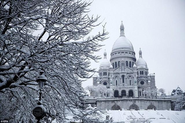 Tòa lâu đài Notre Dame, Sacre Couer hay thậm chí...