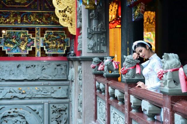 Hoa hậu Ngọc Hân mặc áo dài Xuân nền nã khi du lịch Đài Loan