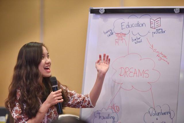 Phương Thảo thuyết trình tại chương trình Tàu Thanh niên Đông Nam Á - Nhật Bản tháng 12-2017. (Ảnh do nhân vật cung cấp)