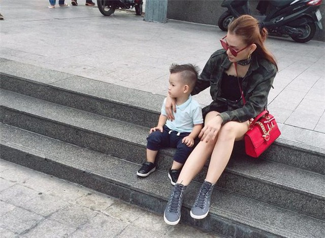 Thu Thủy một mình nuôi con sau hôn nhân đổ vỡ.