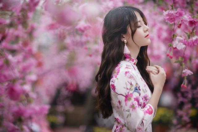 """Chọn trang phục áo dài truyền thống để ghi lại khoảnh khắc thanh xuân, Ngọc Tuyết cho biết: """"Mình rất thích áo dài, mặc áo dài cảm nhận được nét đẹp truyền thống của người phụ nữ Việt Nam""""."""