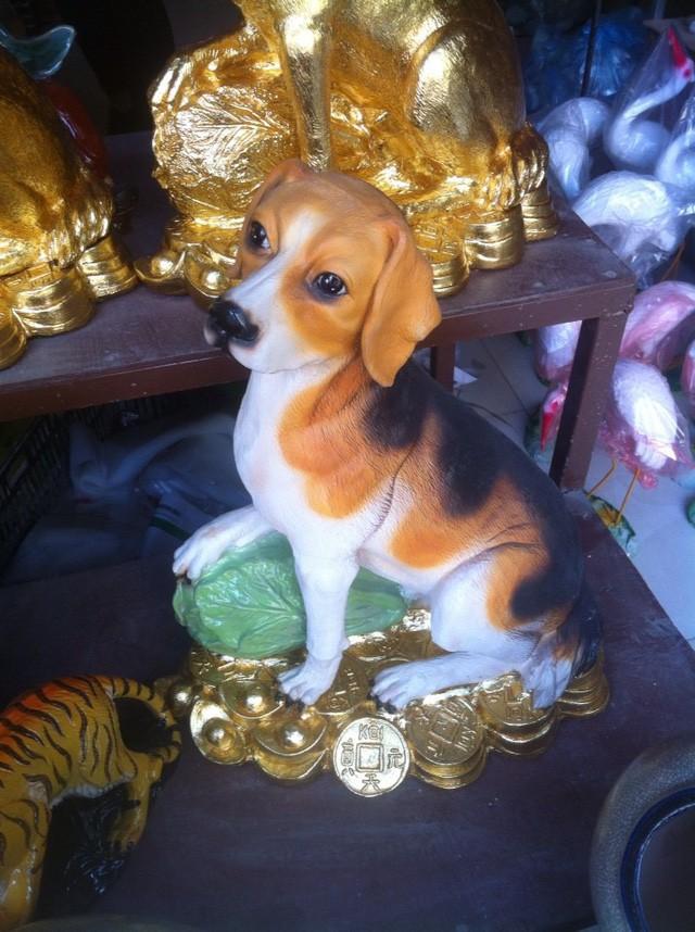 Thị trường đa dạng với nhiều loại tượng chó mạ vàng