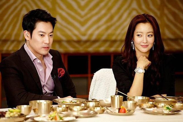 Ông xã Kim Hee Sun không chỉ điển trai mà còn rất tâm lý với vợ.