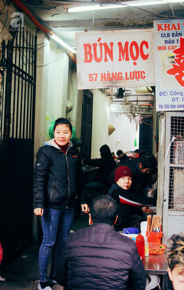 Quán bún mọc hơn 30 năm tuổi, giá siêu bình dân dù ở giữa phố cổ Hà Nội