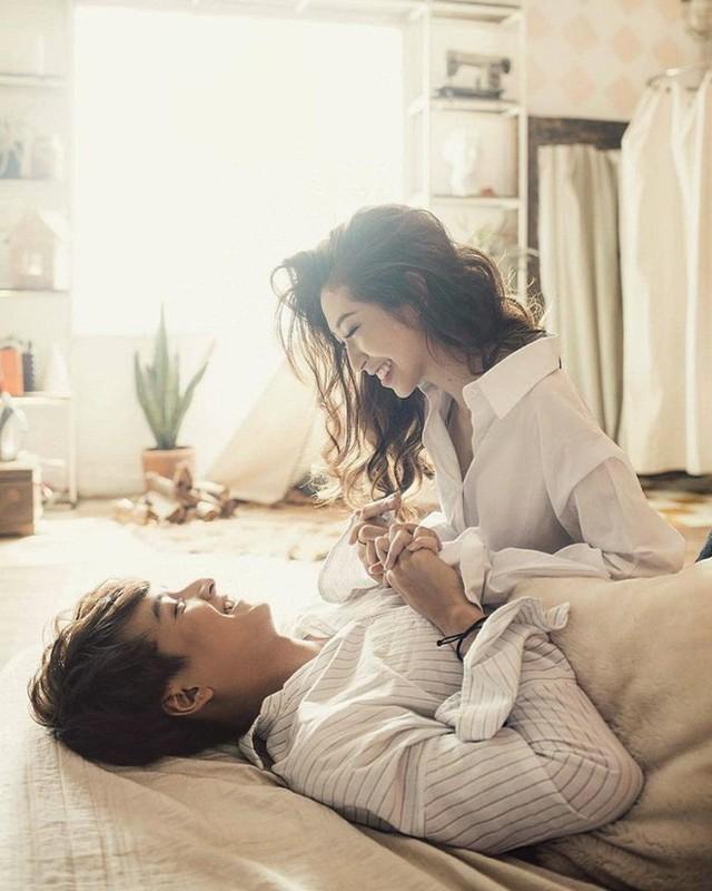 Cặp đôi Ngô Kiến Huy - Khổng Tú Quỳnh đã chính thức chấm dứt 8 năm yêu đương marathon để happy ending bằng một đám cưới cổ tích?