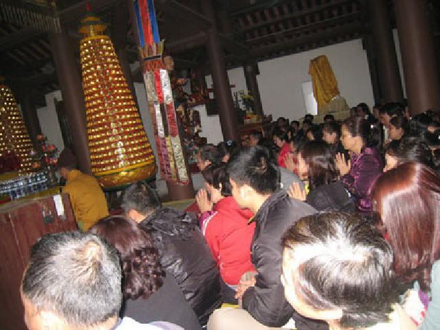 Theo các chuyên gia tâm linh đều cho rằng, việc cúng sao giải hạn đơn giản, dễ làm, không nhất thiết phải đi tới các đền phủ lớn, bày biện lễ vật tốn kém. Ảnh: T.G