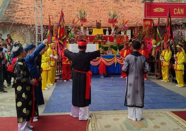Lời thề trong Lễ hội Minh Thề. Ảnh: M.Lý