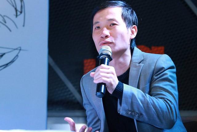 Nhạc sĩ Nguyễn Quang Long là một trong những nhà phê bình âm nhạc có tiếng. Anh là dân lý luận âm nhạc của Học viện Âm nhạc Quốc gia Việt Nam, từng là Phó ban biên tập Nhà Xuất bản Âm nhạc. Ảnh: NVCC.