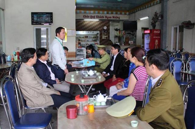 Đoàn kiểm tra liên ngành thị xã Đông Triều xuống kiểm tra sự việc. Ảnh: K.Lang