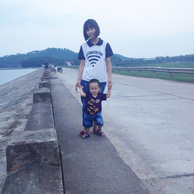 Chị L. và con trai - Ảnh: NVCC