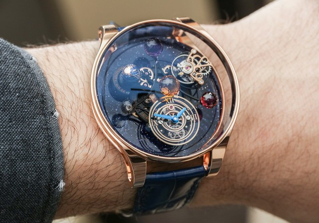 Xu hướng đồng hồ có dây màu sắc cũng có sức hút nhất định với phái mạnh.