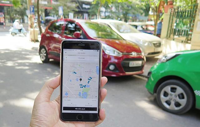 Bộ GTVT muốn quản lý Uber, Grab như taxi truyền thống. Ảnh:HP