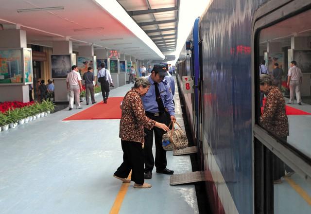 Hành khách đi du lịch theo đoàn sẽ được hưởng lợi khi sử dụng tàu hỏa làm phương tiện. Ảnh: ĐS