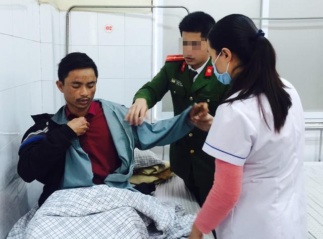 Đối tượng Nguyễn Hữu Đường tại bệnh viện (ảnh do công an cung cấp).