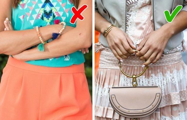 Loại phụ kiện như vòng tay sắc màu này thường khá trẻ con và nó không phù hợp cho phụ nữ tuổi 40.