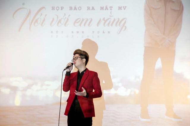 Bùi Anh Tuấn đánh dấu sự trở lại bằng một sáng tác mới của người anh em thân thiết là nhạc sĩ Tiến Minh.