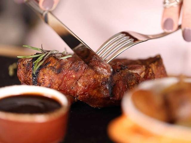 Hạn chế ăn protein động vật để ngừa nguy cơ sỏi thận.