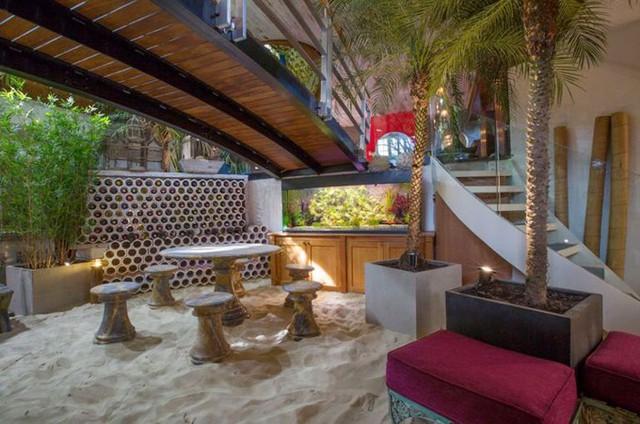 Phía dưới sàn có hệ thống sưởi ấm nên các thành viên trong nhà sẽ có cảm giác như ở bãi biển nhiệt đới thực sự.