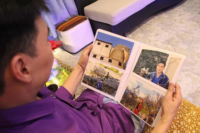 Bên cạnh đó, các hình ảnh Đoan Trường đi du lịch ở gần 30 quốc gia cũng được anh cất giữ cẩn thận trong những cuốn album.