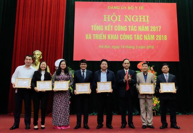 """Đảng bộ Bộ Y tế đã tặng Giấy khen cho 8 tổ chức Đảng trực thuộc đạt danh hiệu """"Trong sạch vững mạnh tiêu biểu"""""""