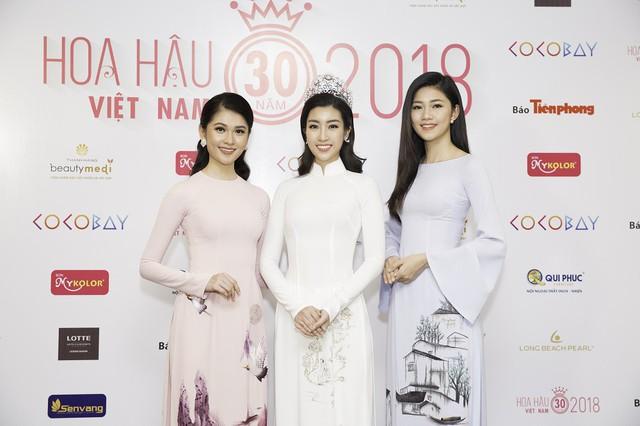 Đương kim Hoa hậu Đỗ Mỹ Linh và hai Á hậu
