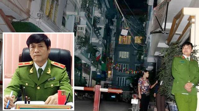 Cơ quan công an tiến hành khám xét nhà ông Hóa tối 11-3. Ảnh nhỏ: ông Nguyễn Thanh Hóa - Ảnh: G.LONG