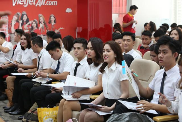 Vietjet tiếp tục tuyển tiếp viên tại Hà Nội và TP HCM.