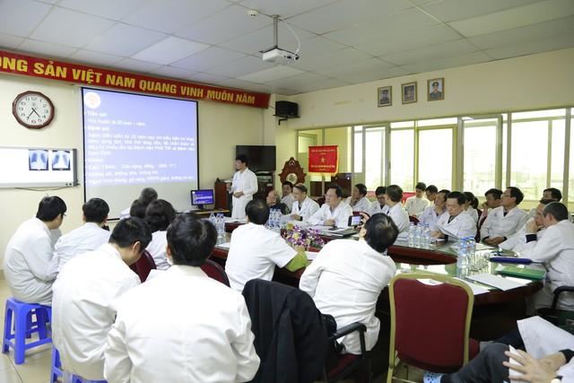 Hàng chục chuyên gia trong và ngoài nước tiến hành hội chẩn, đánh giá về ca bệnh chuẩn bị được ghép phổi Trần Ngọc Hanh