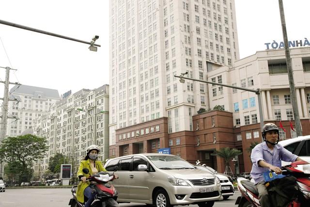 Điểm lắp camera giám sát tại nút giao Phạm Hùng - Mễ Trì. Ảnh:CHÍCƯỜNG