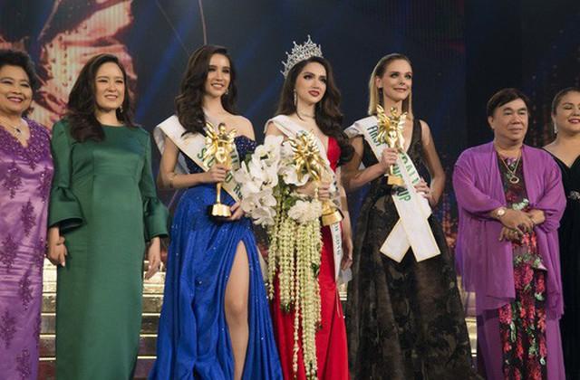Hương Giang trong giây phút đăng quang ngôi vị Hoa hậu chuyển giới quốc tế 2018