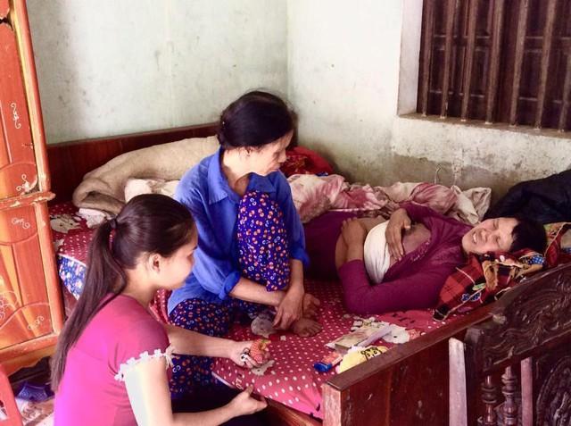 Chị Cao Thị Thanh Hoa bị hành hạ bởi những cơn đau.