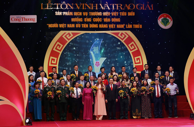 """""""Hàng Việt Nam chinh phục người Việt Nam"""""""