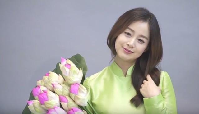 """Vừa tái xuất sau thời kỳ nghỉ sinh, """"bà mẹ bỉm sữa"""" Kim Tae Hee đã xác nhận tới Việt Nam"""