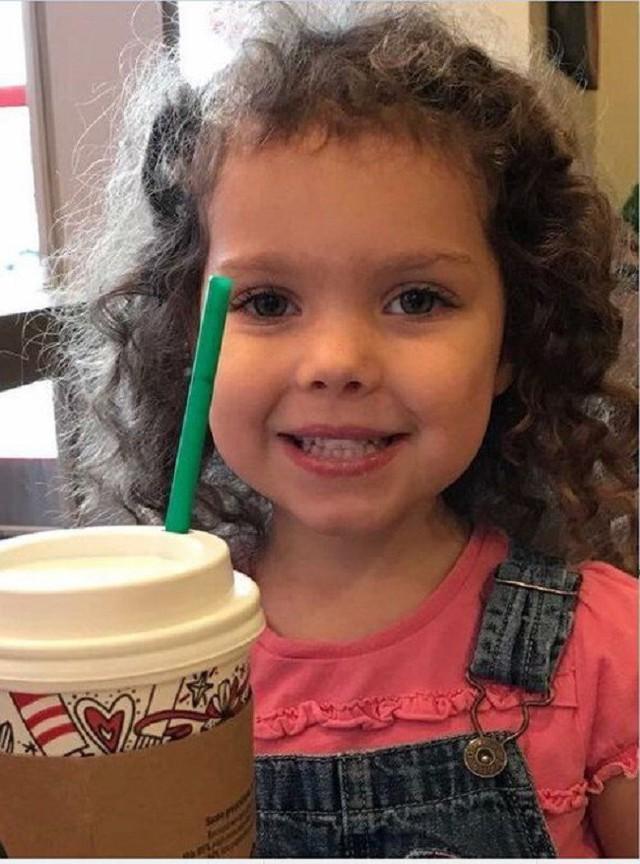 """Kẻ xấu đột nhập vào nhà tấn công mẹ và bắt cóc con gái 4 tuổi, cảnh sát ngớ người khi tìm thấy em trong tình trạng """"lạ lùng"""" thế này"""