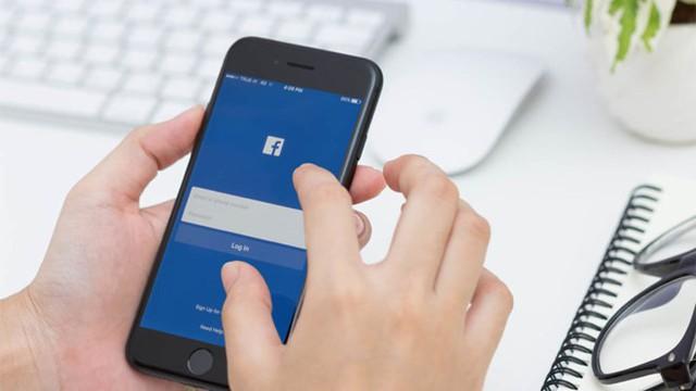 Vừa sạc pin vừa lướt web có thể khiến smartphone nhanh nóng, hại pin.