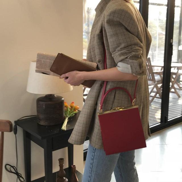 """4 kiểu túi """"hot"""" nhất mùa Xuân/Hè mà bạn nên sắm để diện đồ đẹp hơn và chụp hình chuẩn Hàn hơn"""