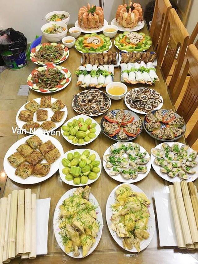 4 tiếng làm 2 mâm cơm đãi 20 khách, 8x khiến bố mẹ tưởng đặt cơm nhà hàng