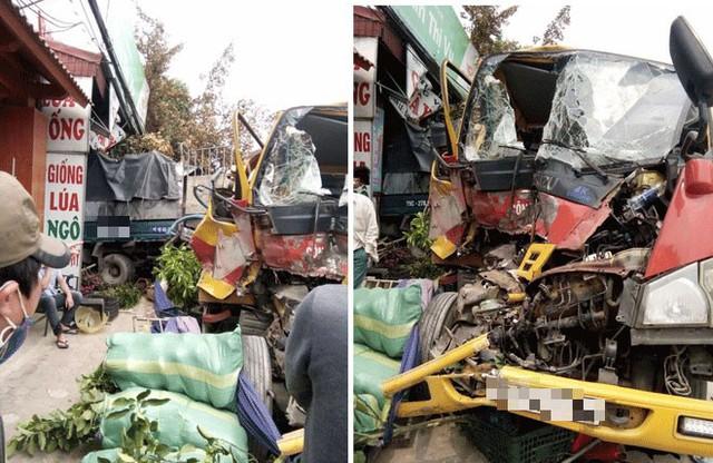 Tai nạn hy hữu: Xe cứu hộ chở xe con đâm vào xe tải rồi cả 3 cùng lao vào nhà dân