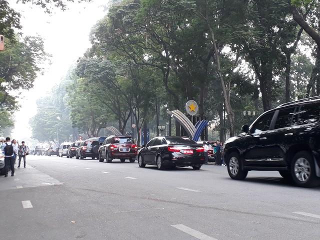 Lãnh đạo Đảng, Nhà nước cũng lên xe để đi cùng với cố Thủ tướng trong hành trình cuối cùng trở về quê mẹ