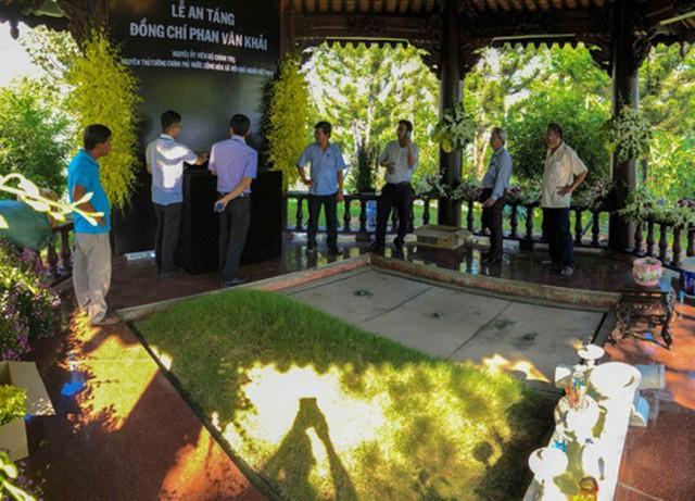 khi bà Sáu mất (vợ ông, năm 2012), phần mộ của cố Thủ tướng cũng được xây trọn vẹn, chuẩn bị cho ngày hai ông bà nằm cạnh nhau.