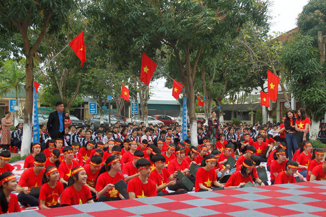 Các em học sinh hứng thú với nhiều câu hỏi về kiến thức Dân số - SKSS vị thành niên, thanh niên.