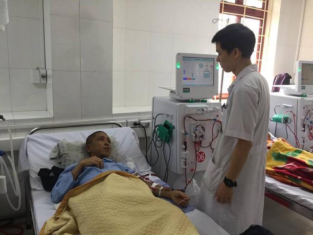 BS Lương vẫn tiếp tục công việc hàng ngày của mình.
