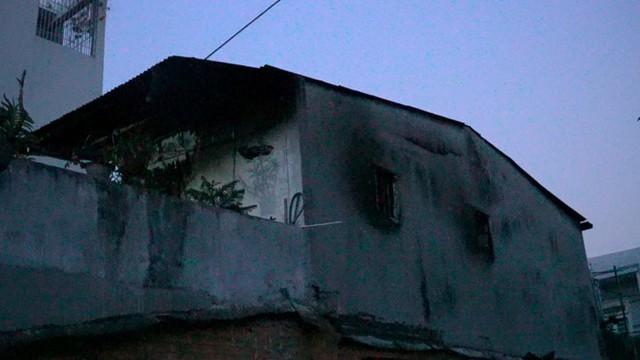 Cháy nhà không lối thoát hiểm ở Sài Gòn, nhiều người nhảy xuống mương