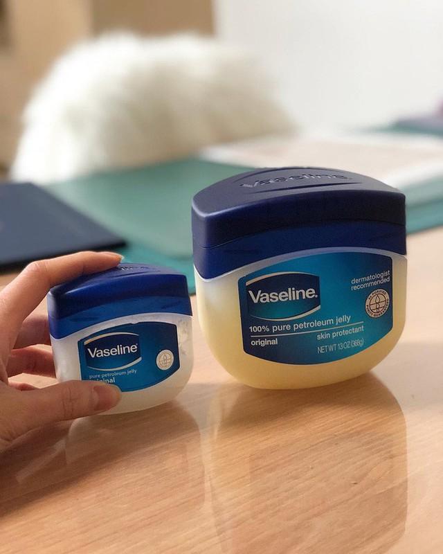 Chỉ với Vaseline và toàn đồ đơn giản, đây là cách khiến mũi láng bóng mịn màng được nhiều cô nàng truyền tai nhau