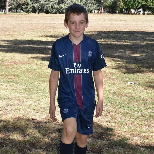 Con trai 10 tuổi qua đời vì tai nạn giao thông, cha mẹ không chôn cất ngay lập tức