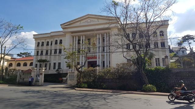 TAND tỉnh Lâm Đồng, nơi diễn ra phiên xử vụ kỳ án sáng nay. (ảnh: HC)