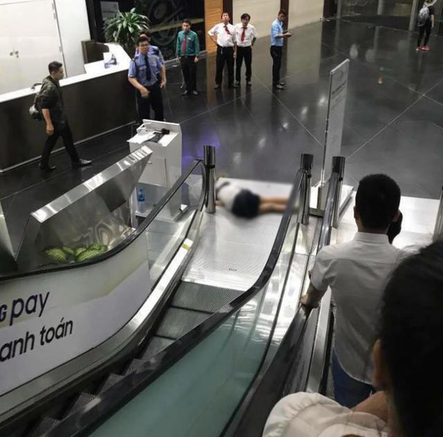Nữ sinh Sài Gòn tử vong sau khi rơi từ lầu 3 toà nhà Bitexco xuống đất