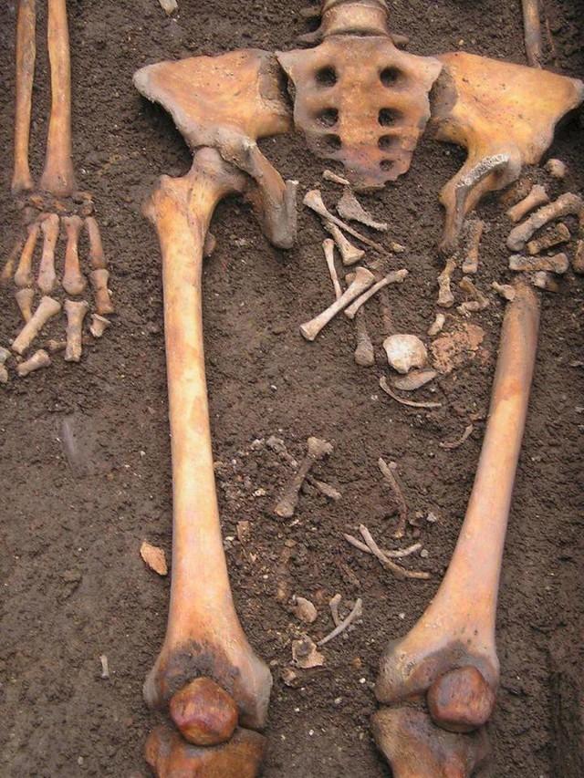 Bí mật kinh dị đằng sau phát hiện bộ xương 'sinh con' ở Italy