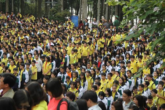 1.600 học sinh trường THCS Giảng Võ đã tham dự buổi lễ đầy ý nghĩa.